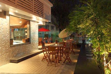 Two One Two: Alfresco dining