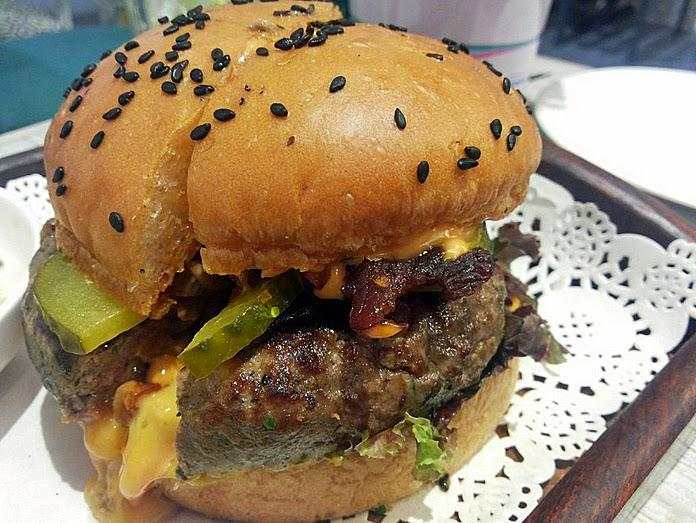 Fat Man's Cafe: Beef cheeseburger