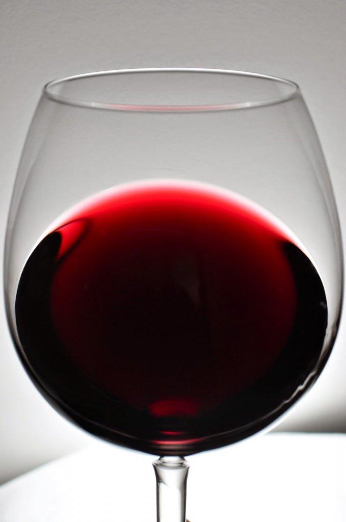 Aqaba: Glass of red wine