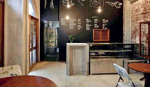 Birdsong Cafe: Inside