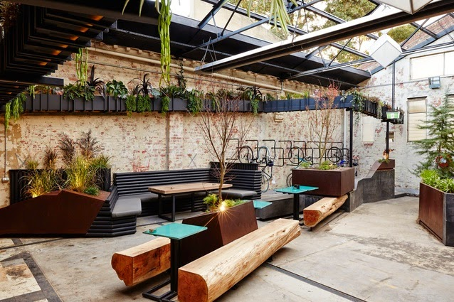 Howler: Outdoor space