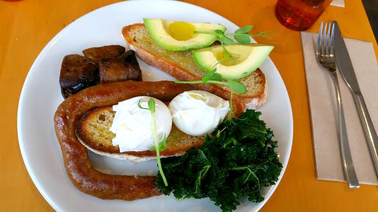 Union St Brewers: Breakfast poached eggs, sausages, avocado